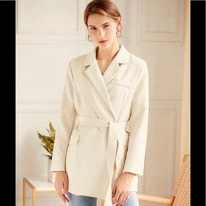 Jackets & Blazers - Stunning creamy blazer
